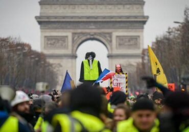"""Fransada """"sarı jiletliləri aksiyası hələ də davam edir"""