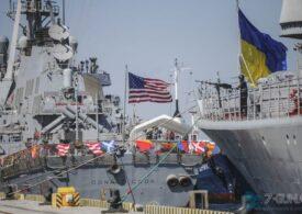 Poroşenko NATO-dan Qara dənizdə gəmilərini artırmasını istəyir