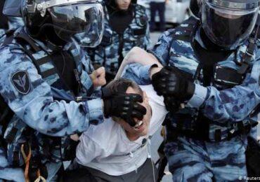 Moskva polisi aksiya iştirakçılarına qarşı sərt davranıb