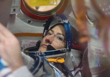Amerikalı astronavt qadın orbitdə fasiləsiz qalma rekordunu yeniləyib