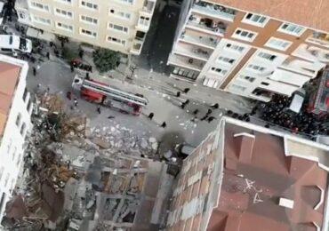 İstanbulda bina çöküb