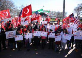 Türklər, o cümlədən azərbaycanlılar Ağ Evin qarşısında nümayiş keçiriblər (VİDEO)