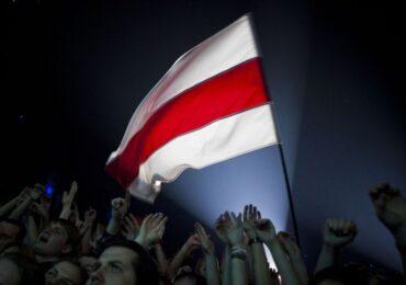 Beloruslar  etiraz aksiyalarına niyə ağ-qırmızı bayraqlarla çıxırlar?